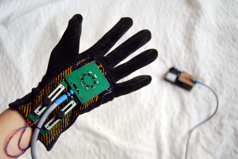 Glove with Hall sensors